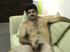 mature-amateur-bobby-beating-off