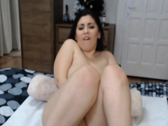 sweet-babe-with-sexy-body-fucks-herself-with-toy