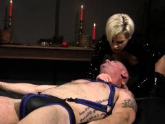 blondie-loves-bondage-sex