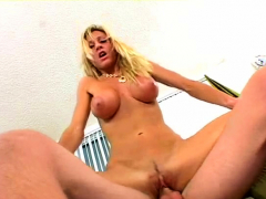 sex appeal sexy mom regan gets ready to jizz at last
