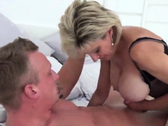 cheating uk milf lady sonia showcases her heavy jugs225jyj
