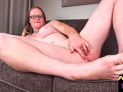 post-op-beauty-spreads-her-pussy-while-filmed