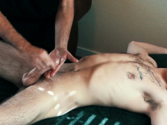 euro-stud-cums-during-kinky-cock-massage