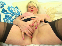 English granny Elle pushes her fingers into her old cunt