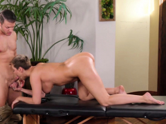 mature-with-big-ass-massage-and-fucks-by-a-professional