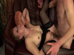 chuby-mom-bigcock-banged-by-her-toyboy