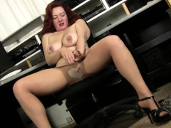 american-milf-andi-james-rubs-her-gorgeous-pussy