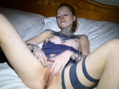 incredible-tattooed-babe-plays-with-her-pussy