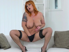 bbw-milf-bobbees-gives-her-pussy-a-good-finger-rub