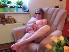 omageil-real-granny-juicy-pussy-closeup-video