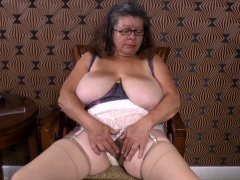 omageil-two-old-grannies-in-video-compilation