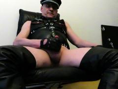 juha-vantanen-finnish-leather-gay-cums