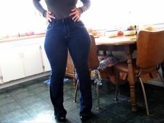 milf-wide-hips-ass-thighs