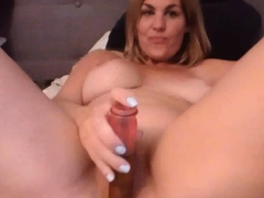 Big Tits And Ass Babe Fucking Her Pussy On Cam
