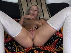 pussy-and-anal-fingering-goldie-glock-plays-with-herself