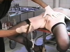 Ambitious bimbo is getting her box fingering