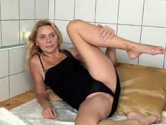 when-she-realized-she-had-the-place-to-herself-horny-milf