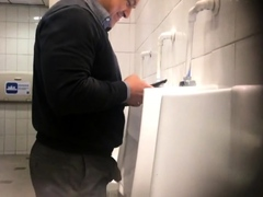 spy-guy-in-bathroom-from-chile