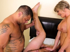 MMF threeway with fit cougar babe
