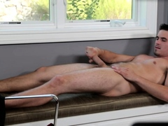 Sixpack office stud jerking off in solo